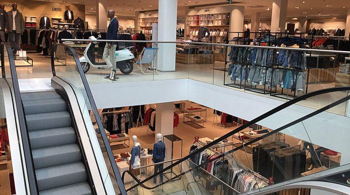 Luftig und hell präsentiert sich Modehaus Zinser in Reutlingen nch dem Umbau