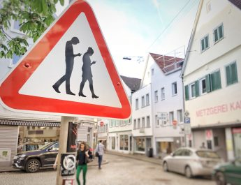 smombie warnschild in der Kanzleistrasse in Reutlingen
