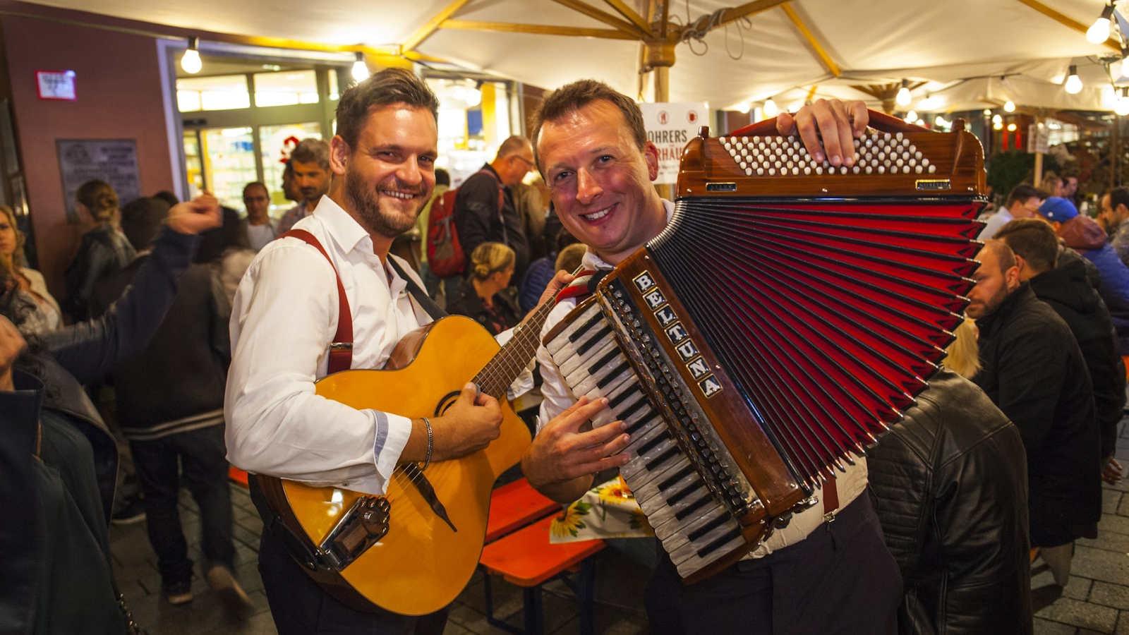 sorgen auch beim Weindorf 2019 für Stimmung - Das Duo Jauchzaaa