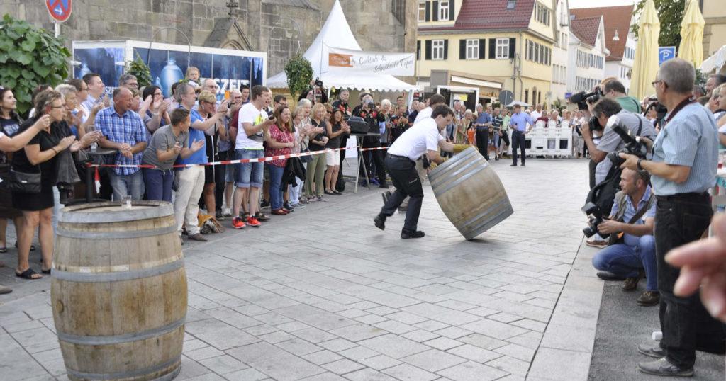 Das Fassrollen gibt es auch beim Weindorf 2019