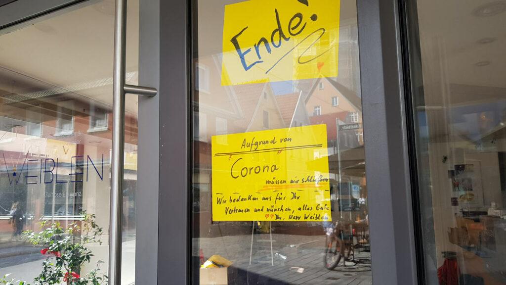 Info an die Kunden im Schaufenster